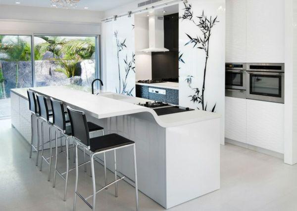 arbeitsplatte küche weiße kücheninsel schwarze barhocker florale ... - Barhocker Zur Weien Kche