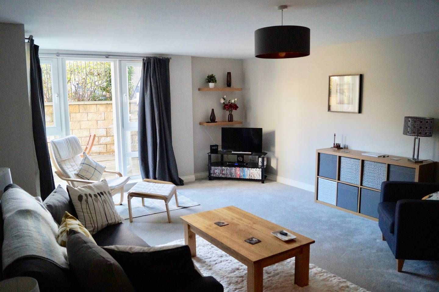Spacious 2 Bedroom Flat - Parking and Outdoor Area - Flats ...