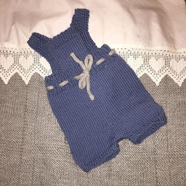#gullungeromper from #klompelompe 😍 Have a nice Sunday 😊#knittingmachine #knittingpattern #knittingproject #knitting_is_love #knittinginspiration #knittingpattern #knitting #knittingaddict #knittinglove #strikkagenser #strikkingergøy #strikkeglede #strikkedilla #strikkingpåhjernen #strikketøy #strikkegal #strikk #jentestrikk #instastrikk #iloveknitting #strikkedilla #knittingpattern #strikktilbarn #strikketøy #strikktilbarn #ullstrikk strikkingergøy