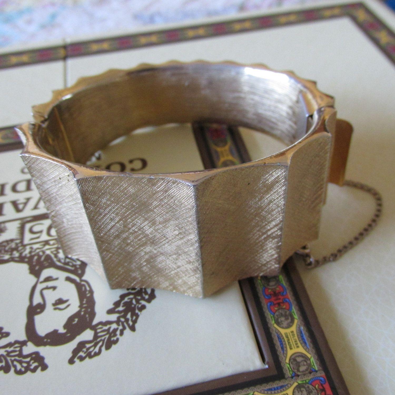 Rare crown trifari bracelet textured brushed gold tone scalloped mid