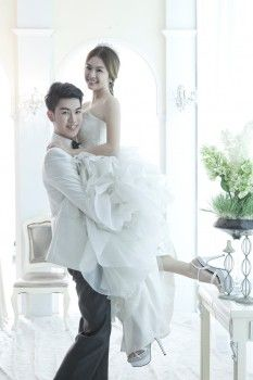 Kuang yee wedding dresses