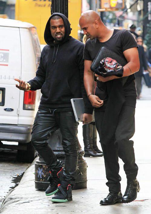 Celebrity Sneaker Stalker Nicekicks Com Celebrity Sneakers Kanye West Style Yeezy