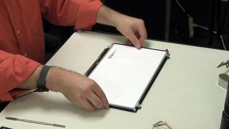 how do you replace a broken laptop screen