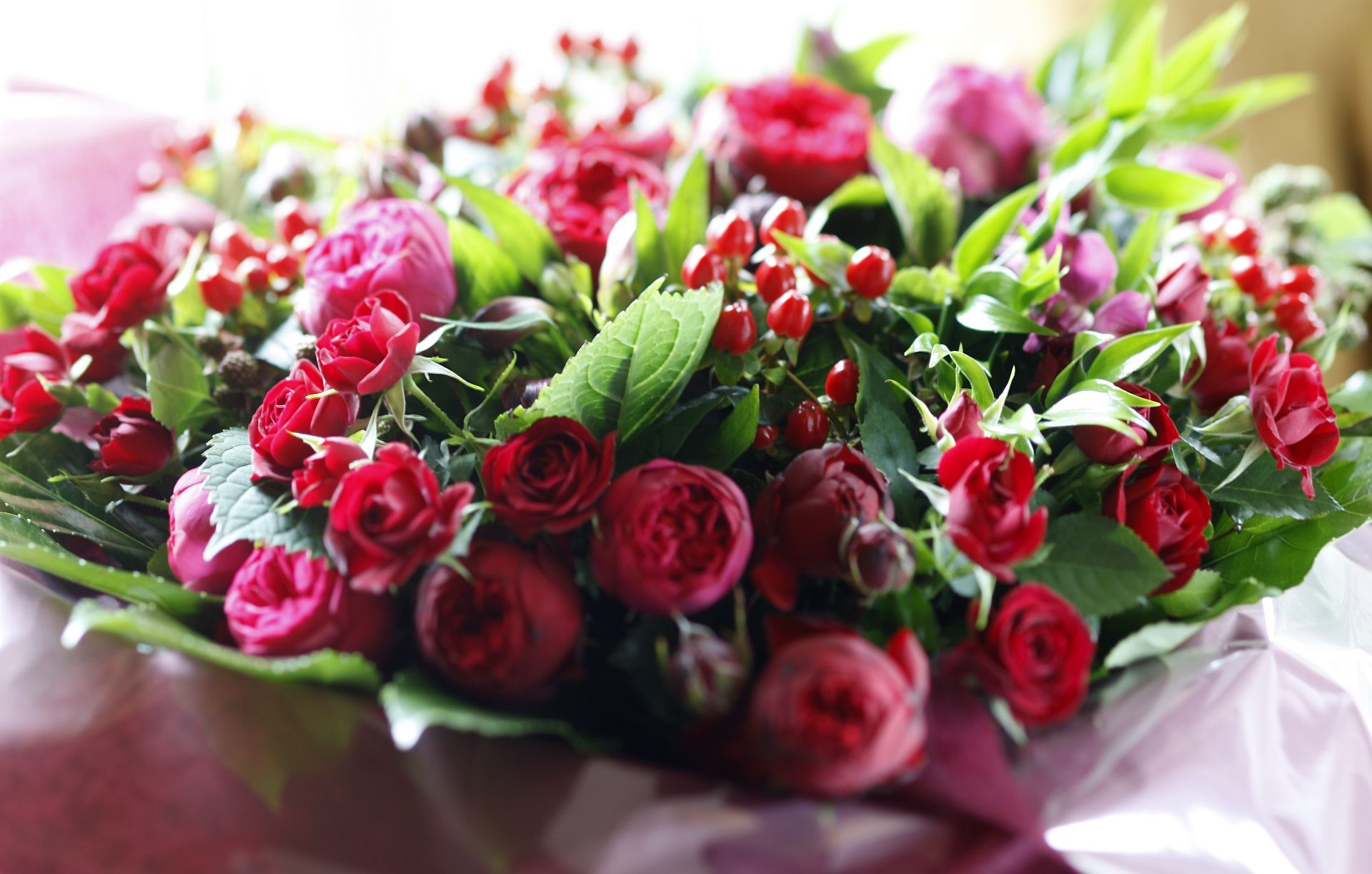 Christmas Flowers Bouquet Inhouseflorists Flowers By The