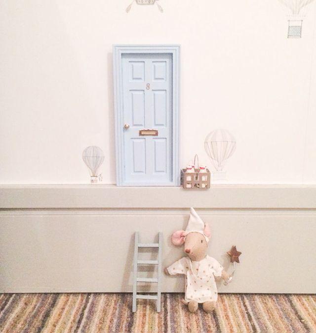 Puerta del ratoncito perez en el z calo de la habitaci n for Puerta raton perez