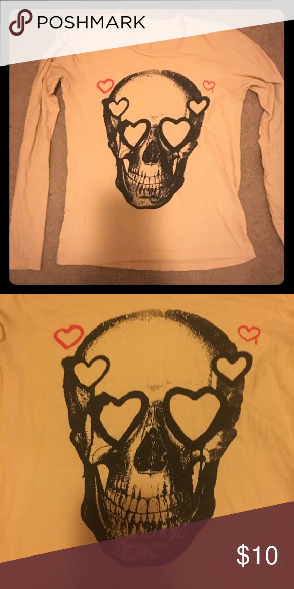 Heart skull top Long sleeve. No tag but runs bout a size medium. No flaws. Tops Tees - Long Sleeve