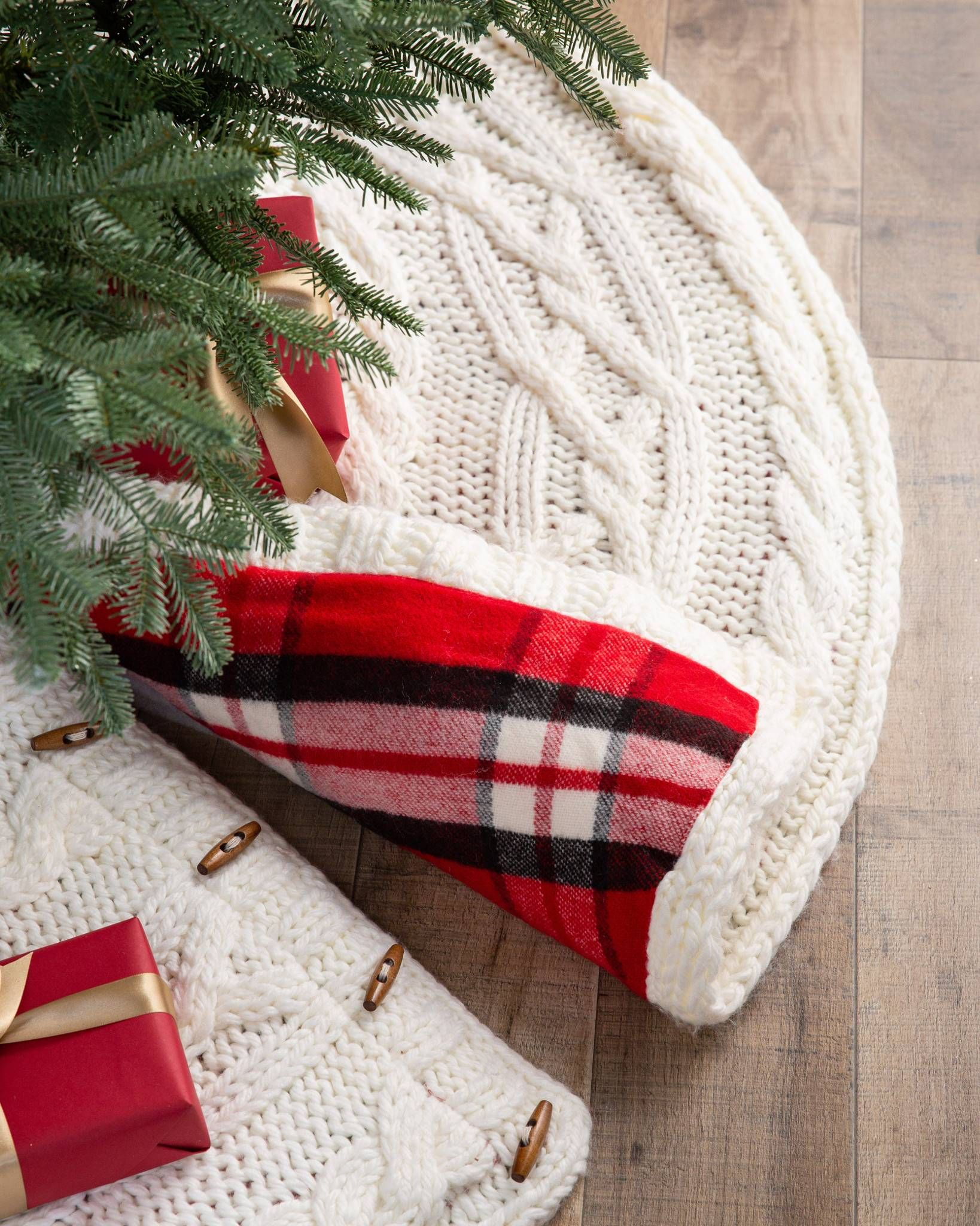 Cable Knit Reversible Christmas Tree Skirt Balsam Hill One Tree Skirt With Two Beautiful Design Knitted Christmas Decorations Tree Skirts Christmas Knitting
