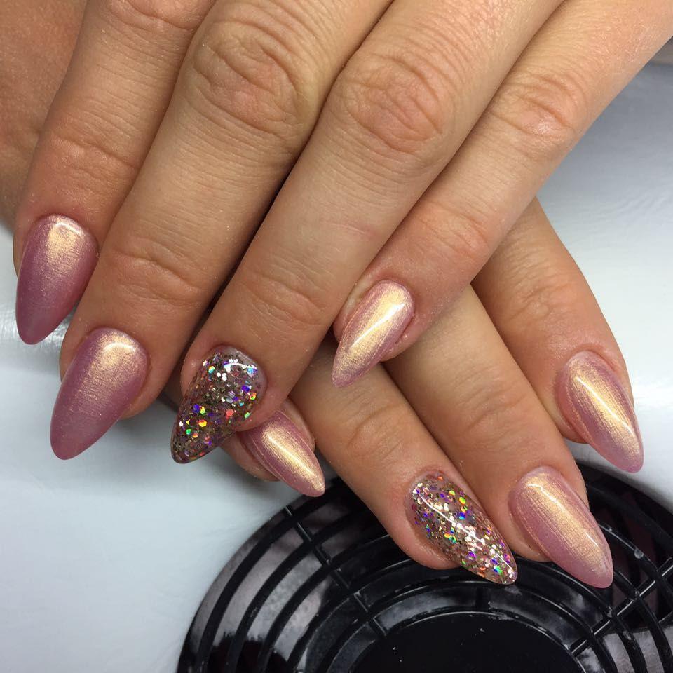 Modellage mit Pearl Gel Stardust Rose und Glitter Gel Electra www ...