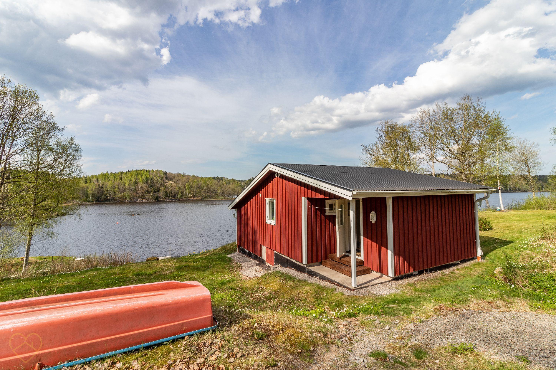 Dieses Ferienhaus liegt in der Region Dalsland, direkt am