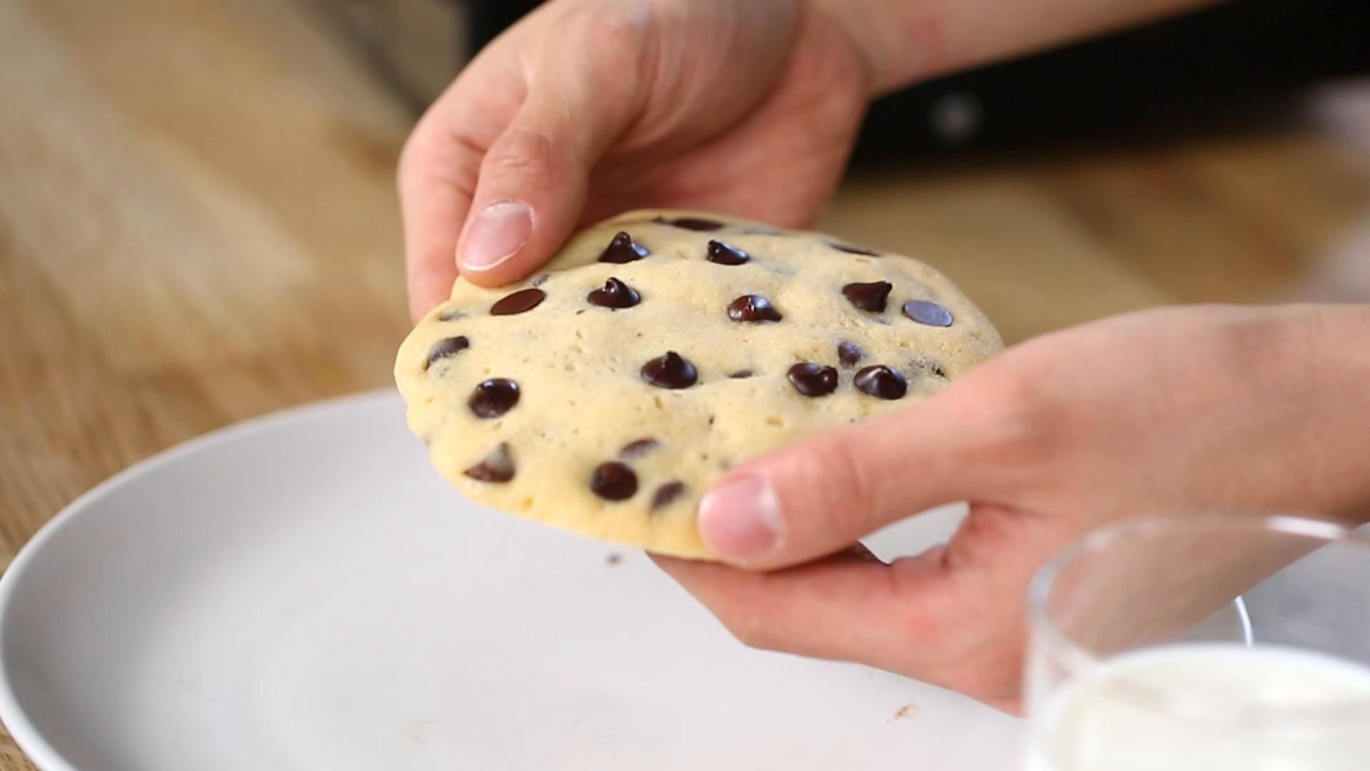 2-Minute Chocolate Chip Cookie #quickcookierecipes