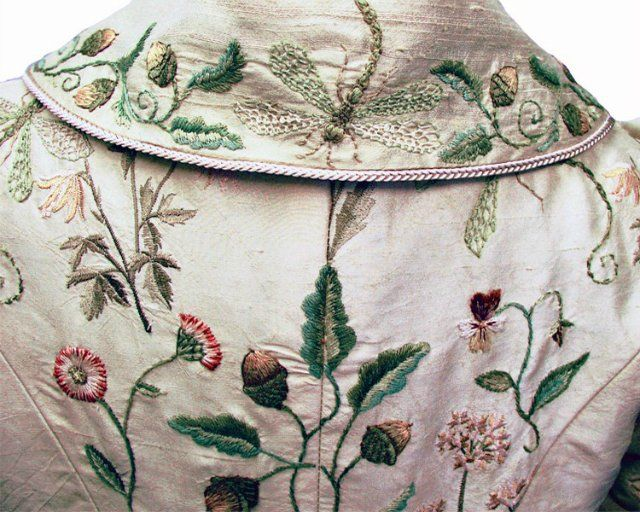 Michele Caragher Embroidered details in Game of Thrones | Textiles 2 ...