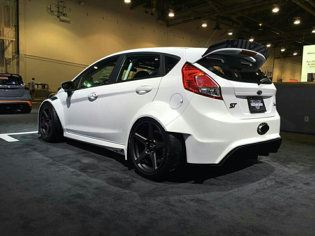 Kahn ford focus rs and fiesta st with cosworth wheels released autoevolution cars pinterest focus rs ford focus and fiestas