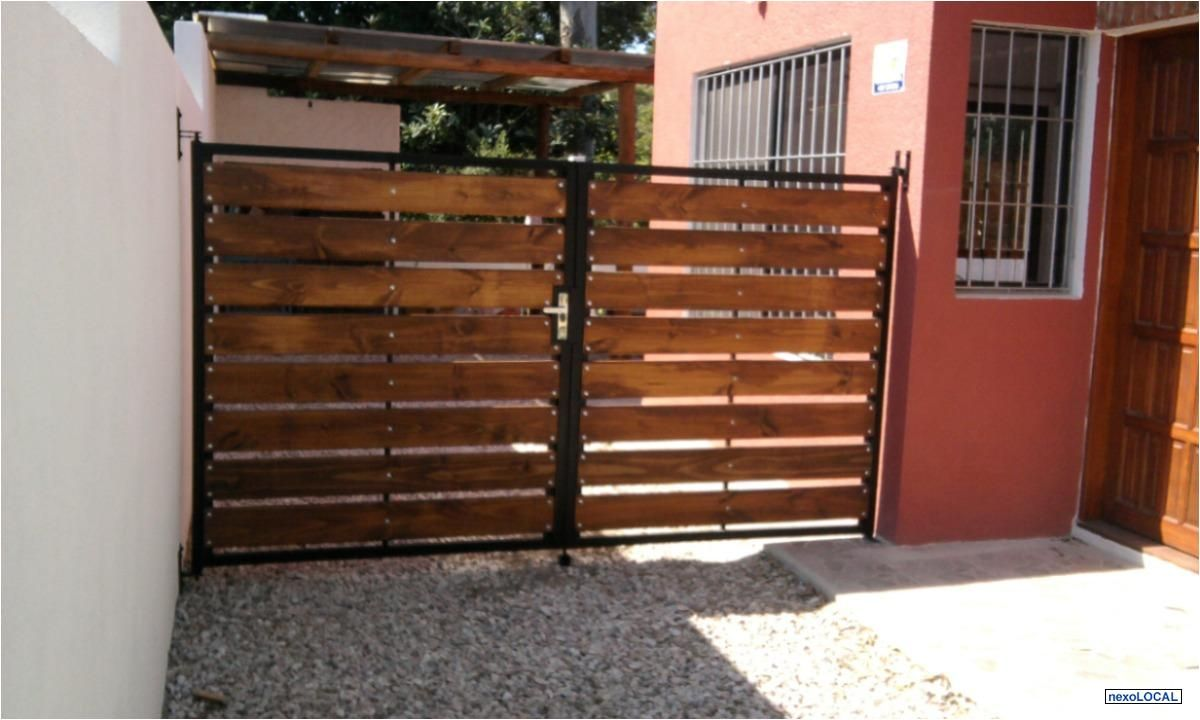 Portones de madera y hierro buscar con google jardin for Puertas y portones de madera