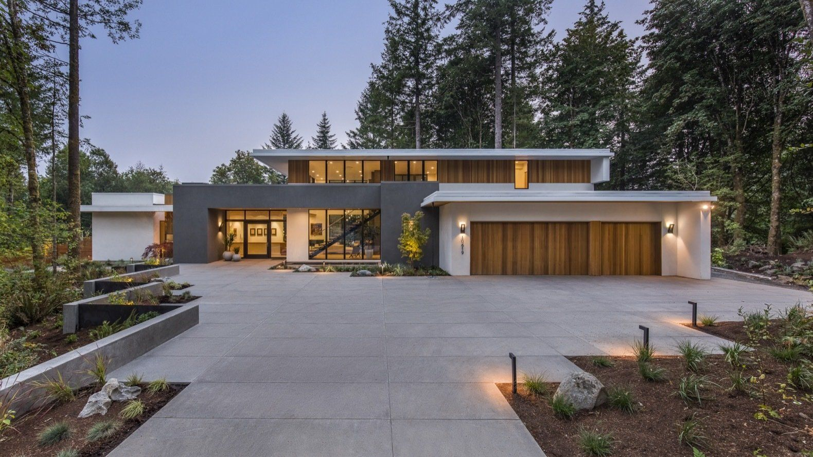 Photo 3 Of 20 In An Energy Efficient House Revels In Views Of A Lush Modern House Exterior House Exterior Architect