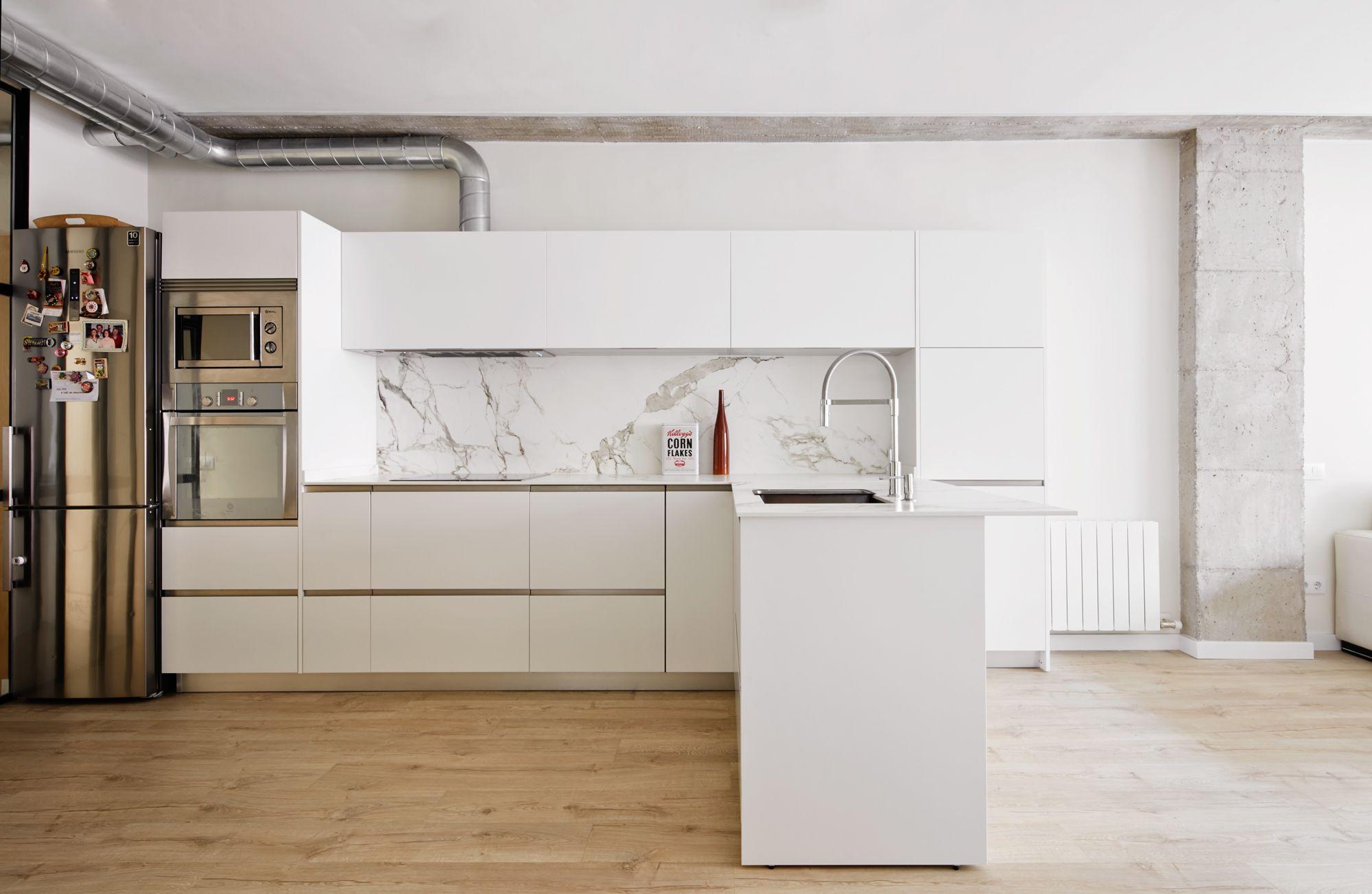 Cocina - Una antigua oficina convertida en vivienda   cocinas ...