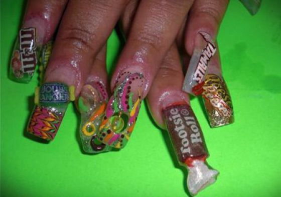 The tootsie roll is so deformed and gross... Funny PicturesGhetto Nail  DesignsNail ... - The Tootsie Roll Is So Deformed And Gross... Totally Random