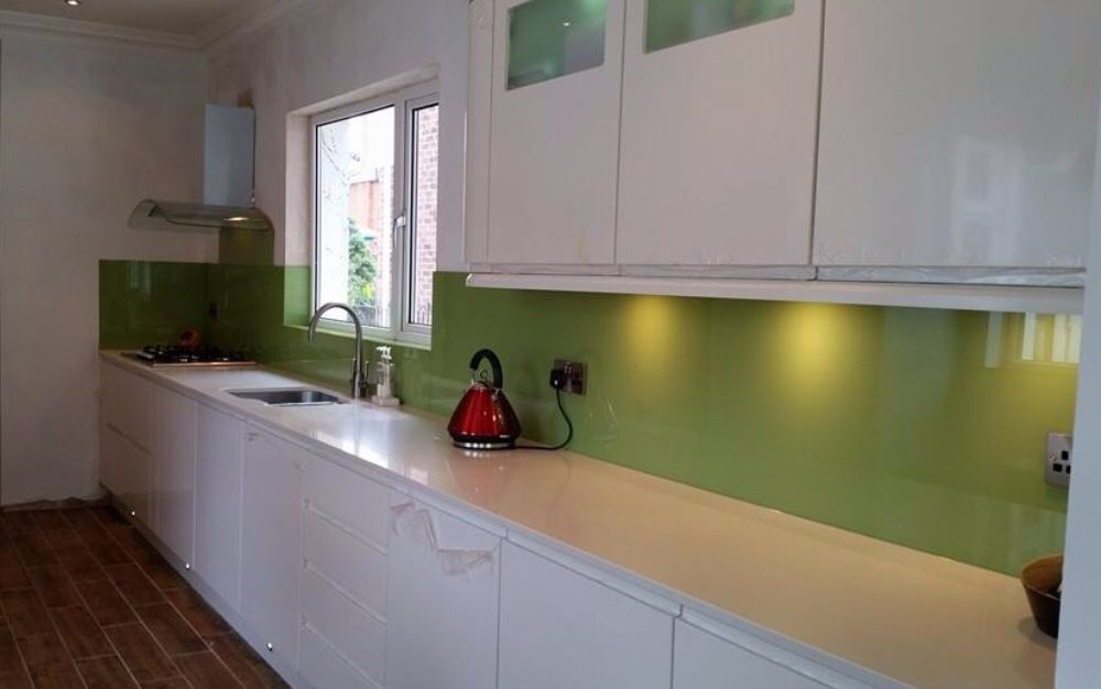 Lime green glass splashback an excellent choice against a for Lime black kitchens
