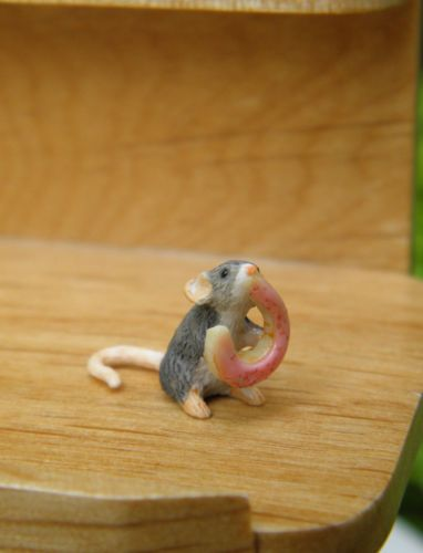 Miniature-Dollhouse-FAIRY-GARDEN-Accessories-TINY-Mouse-with-Pink-Doughnut