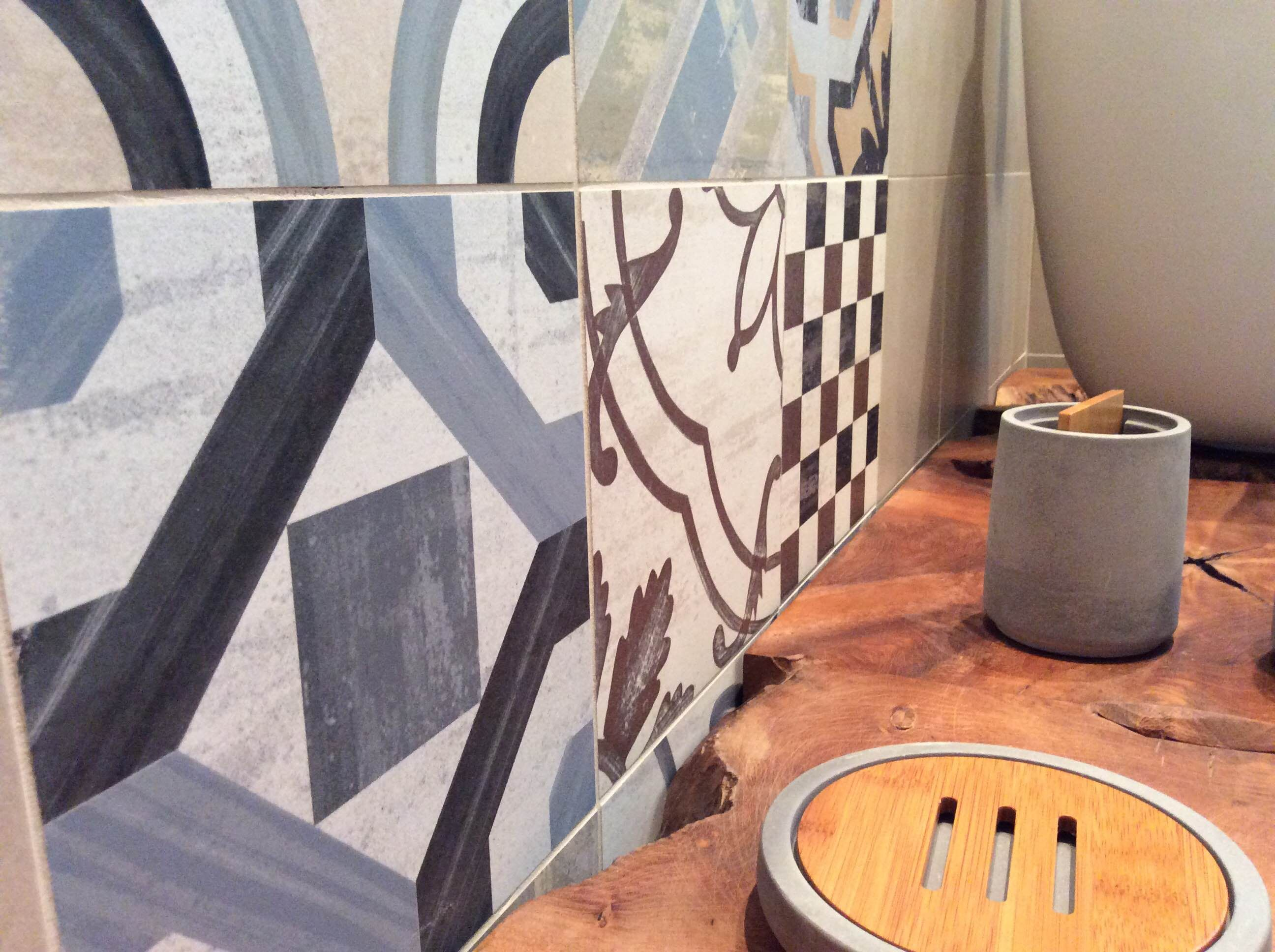 Cipi Bagno ~ Nodi e imperfezioni del legno colore e decorazioni in