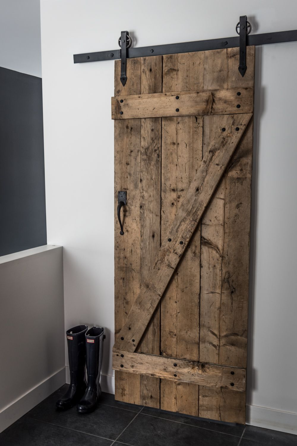Hall d 39 entr e avec garde robe de type walk in et porte for Porte interieur salon