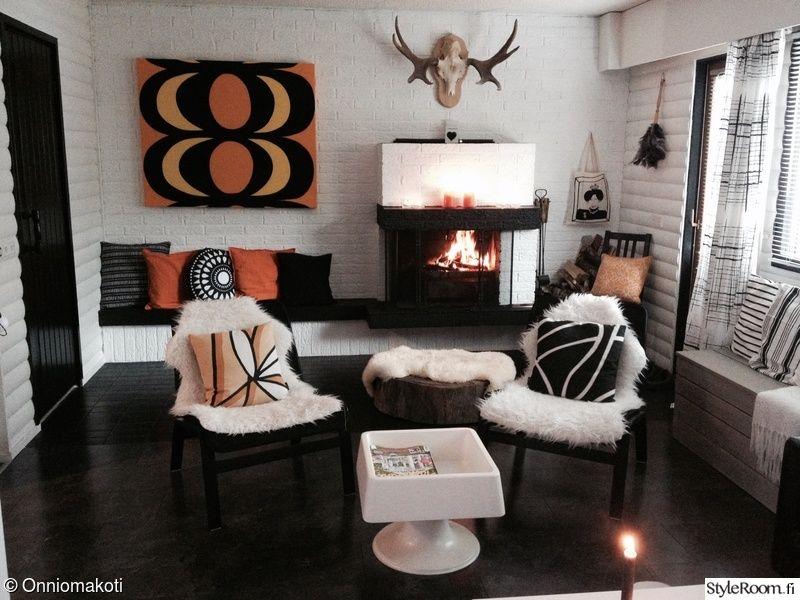 nappali dekor, kandalló, párnák, csigák, gyertyák, hangulat, egy nappali