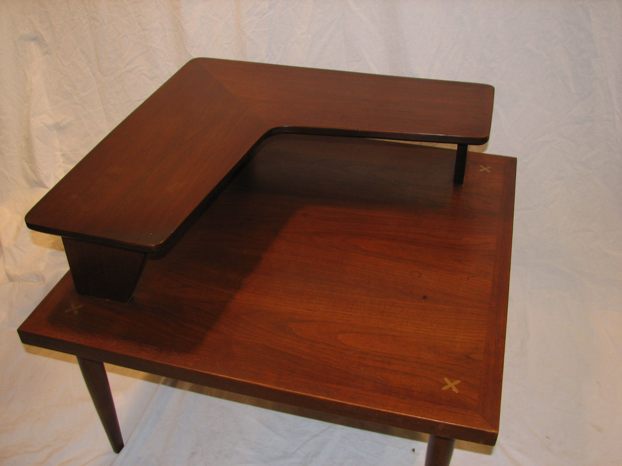 American of Martinsville corner table