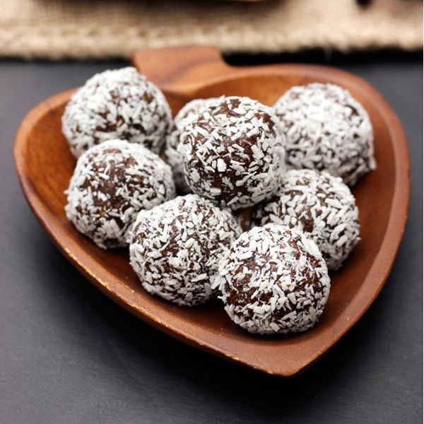 Grain free no-bake gingerbread cookie balls