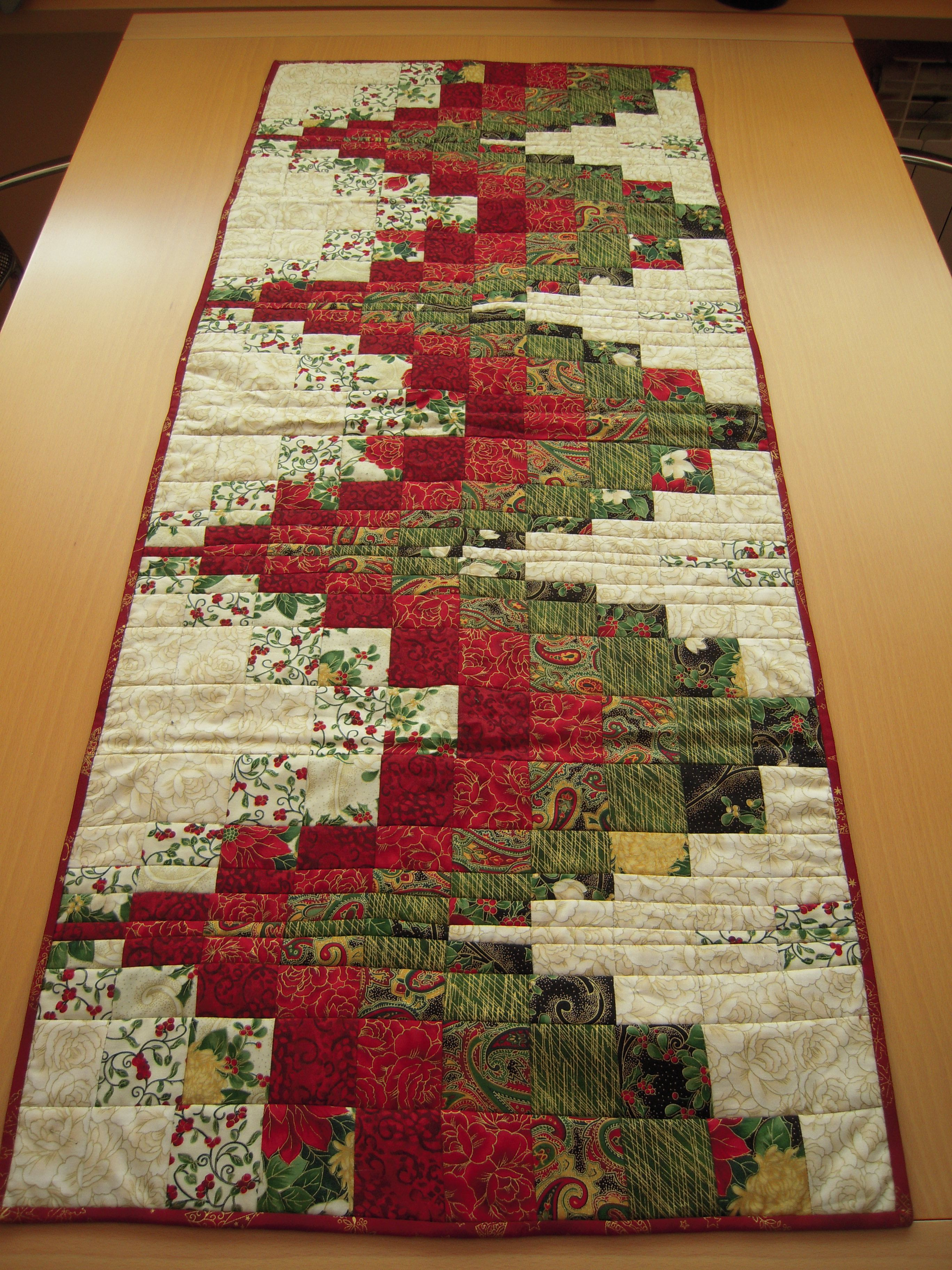 Free Christmas Table Top Patterns Bomquiltscom Quilted Christmas