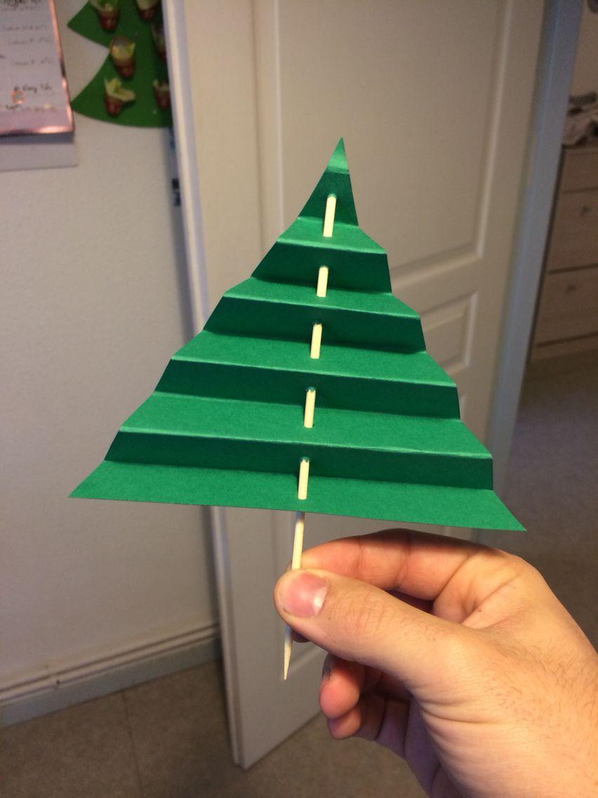 Fabriquer Sapin De Noel En Papier sapin de noel avec papier canson et pic à brochette
