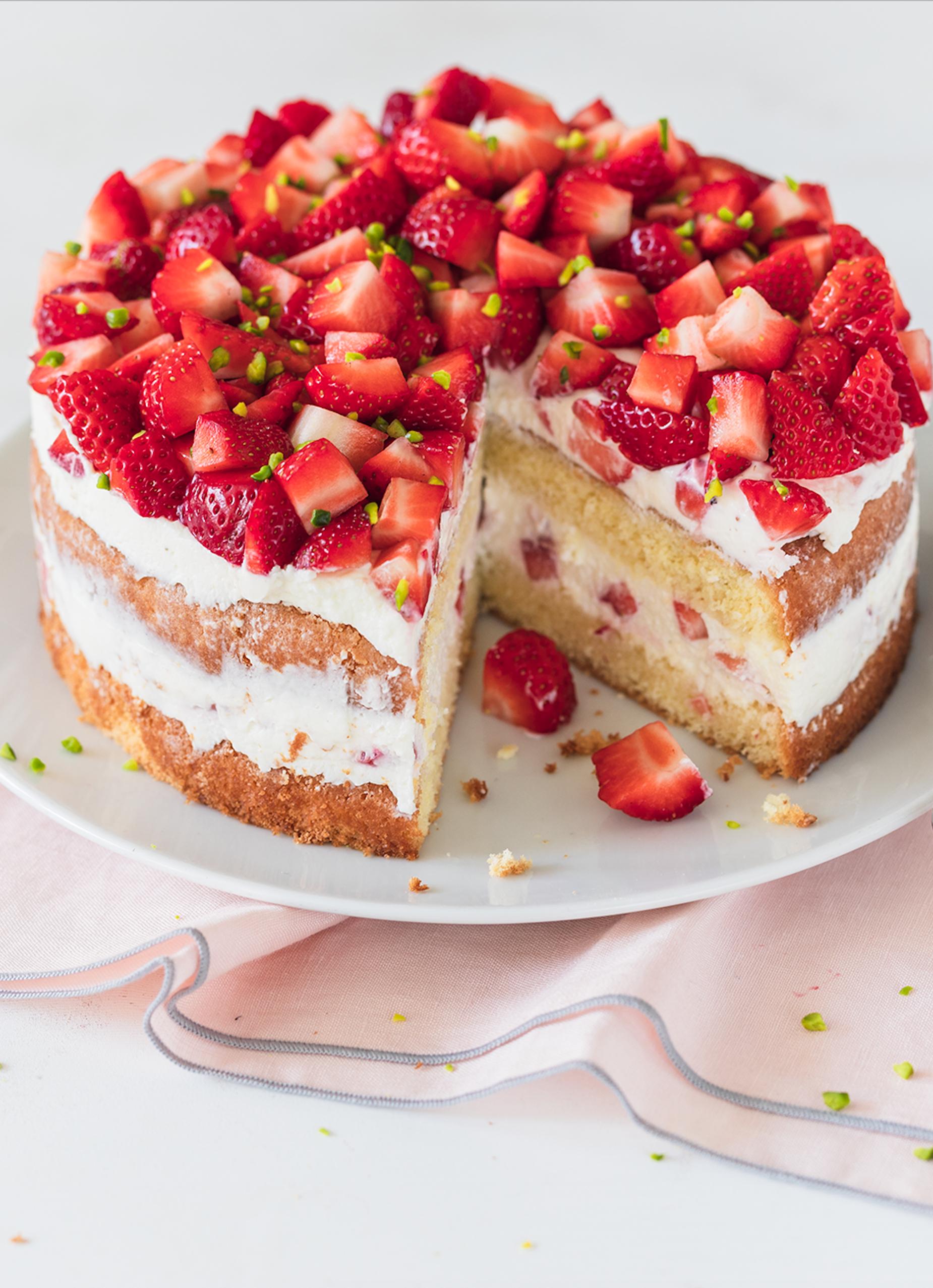 Erdbeer Sahne Torte Leicht Und Ohne Gelatine Die Besten Backrezepte Mit Gelinggarantie Rezept Leckere Torten Kuchen Und Torten Rezepte Erdbeertorte Rezept