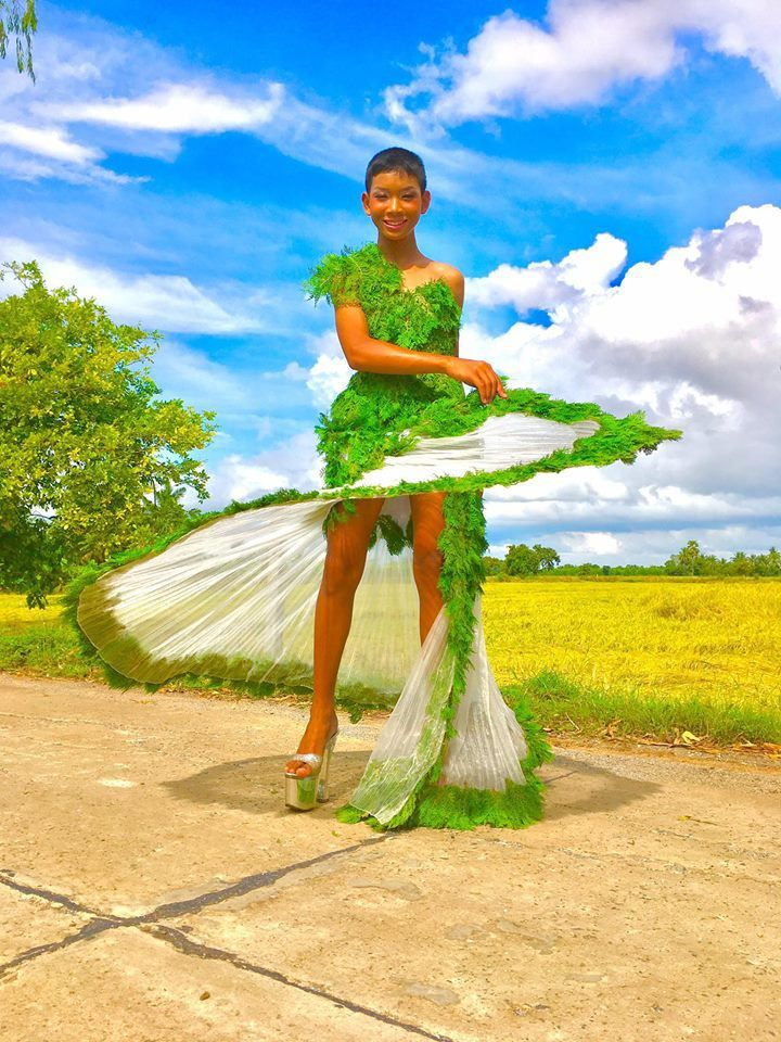 Mind Blowing Fashion Dresses Made With Tree Leaves Every
