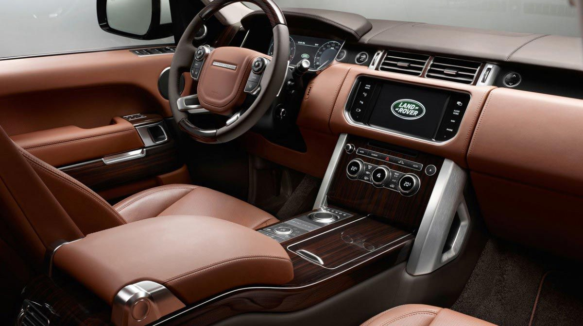 Drive The Range Rover Vogue With Intelligent Gadgets Smart Gearbox And Extreme Comfortable Interior