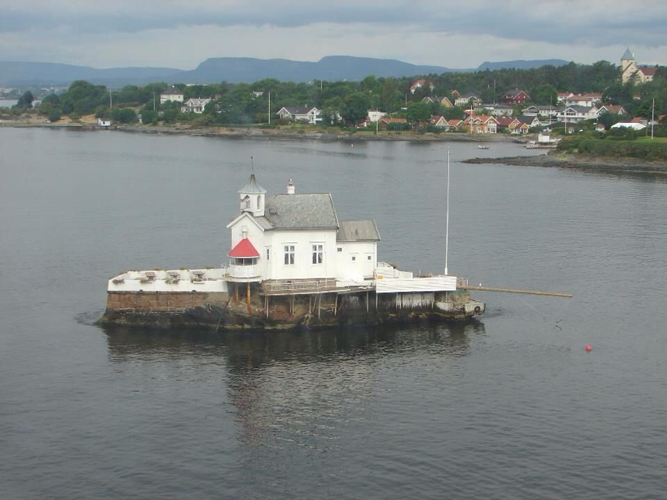 Small island with lighthouse in Oslo fjord as seen by us in 2008 during our Norwegian holiday