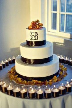Fall Wedding Cake-- I love this with my colors and orange calla Lillie's !!