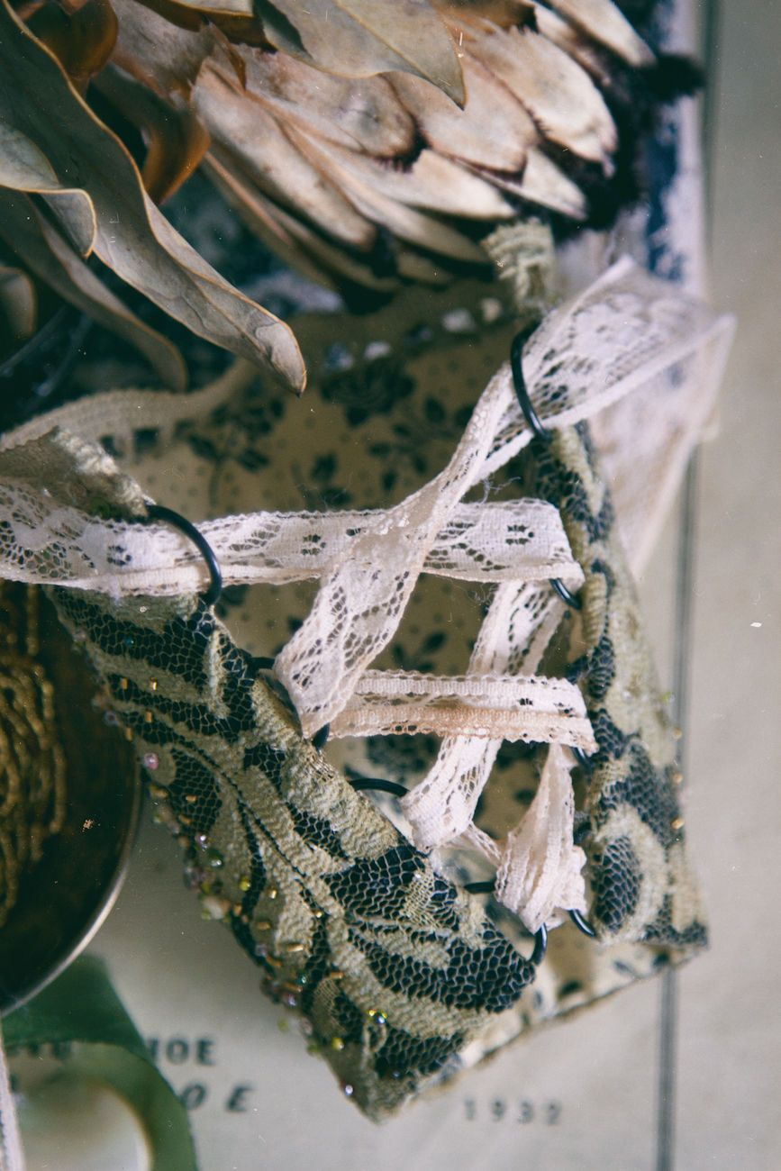 Купить Вышитый текстильный браслет в стиле бохо с цветком - оливковый, зеленый…