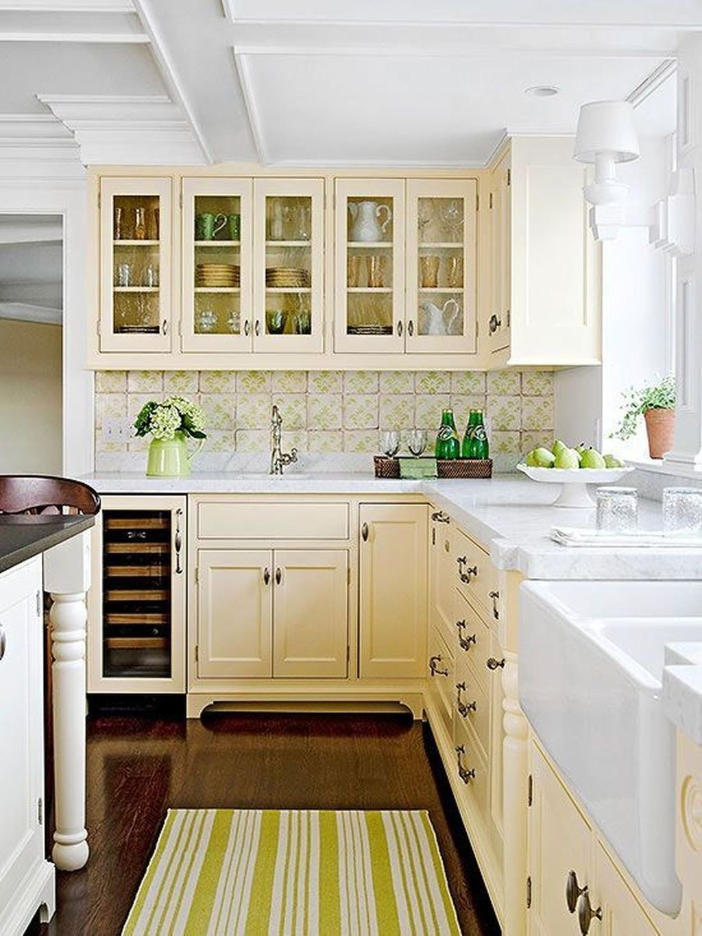 25 Popular And Creative Kitchen Cabinet Color In 2020 Kitchen Cabinet Color Schemes Cottage Kitchen Design Cream Kitchen Cabinets