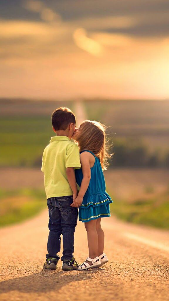 Pin By Jahanzaib On Wallpaper Kids Kiss Cute Baby Couple Love Kiss Photo