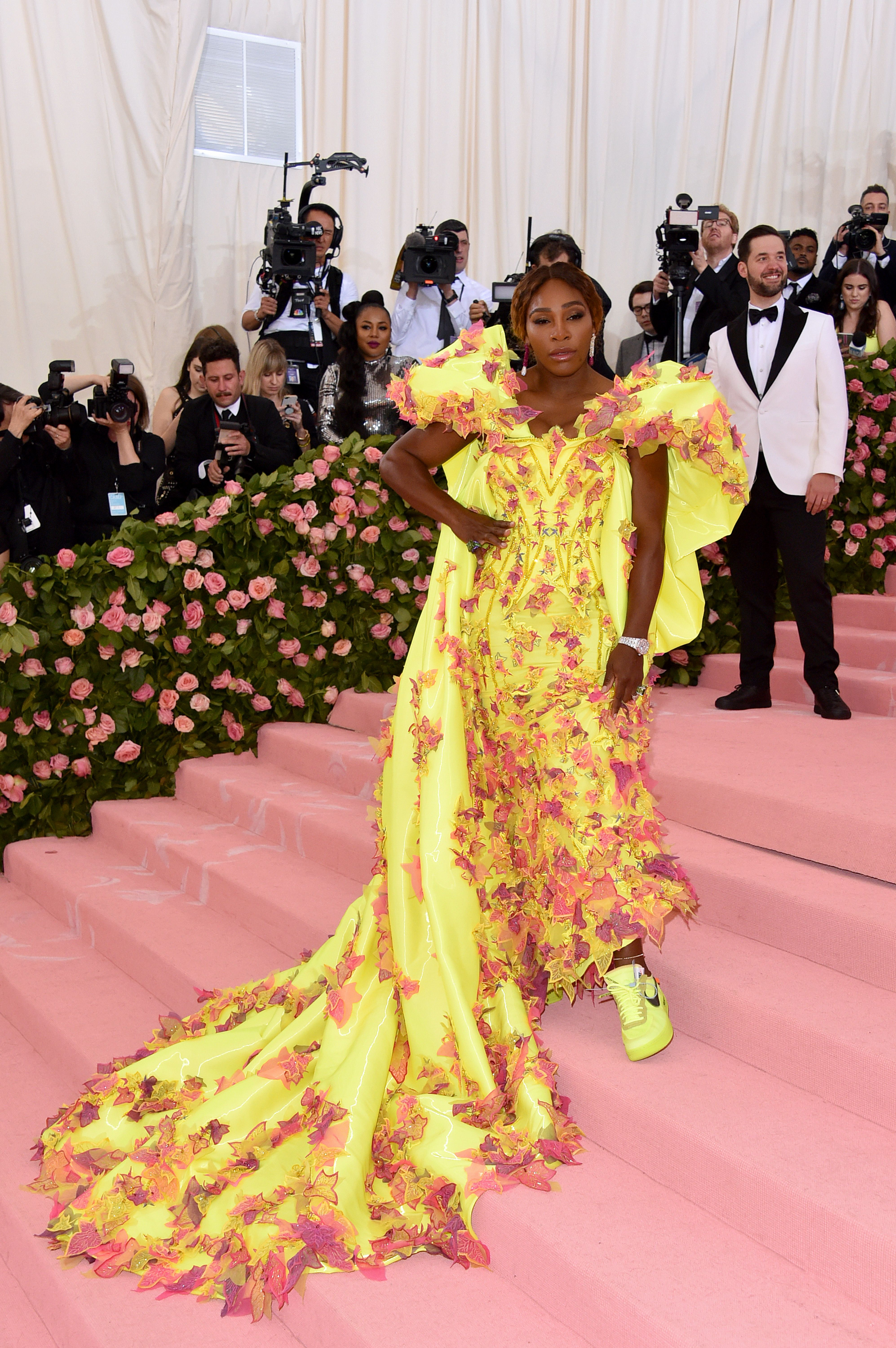 Serena Williams S Neon Nike Sneakers Steal The Show On The
