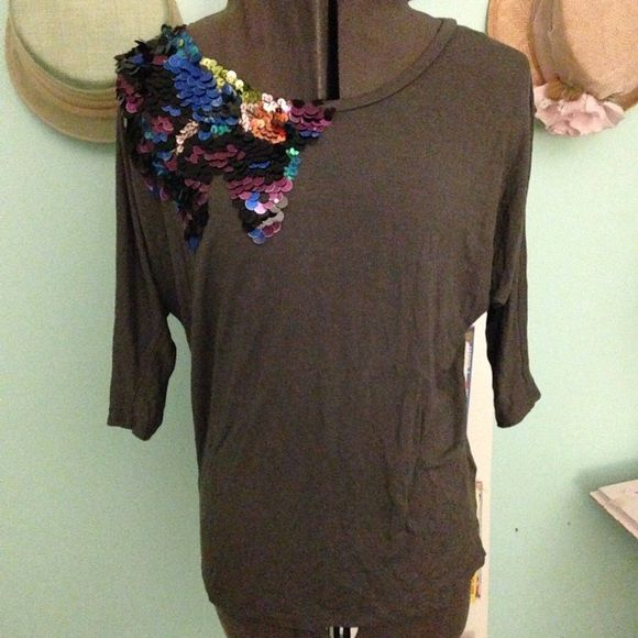 Dripping Sequins F21 Shirt A soft taupe dolman shirt with a multicolored sequin drip design on the right shoulder. Super festive and great for nights out. The material is super soft and stretchy as well. From Forever 21. Size S Forever 21 Tops