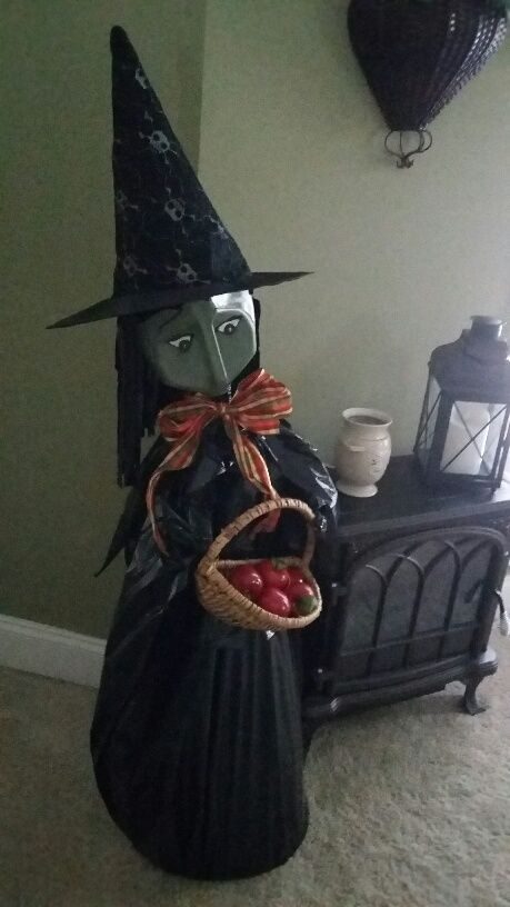 I love how this milk jug witch is made on top of a tomato cage - halloween milk jug decorations