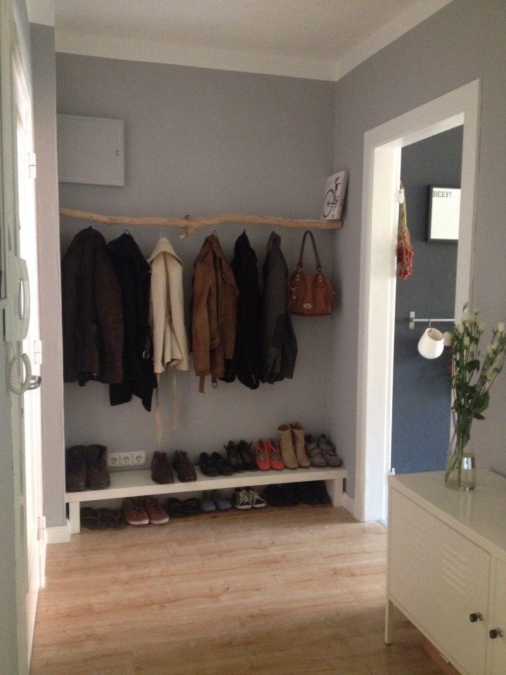 DIY Garderobe aus einem Ast Vielleicht brauchen wir so ein niedriges Regal? #flurideen