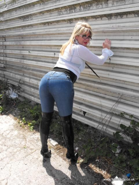 Milfs In Tight Pants