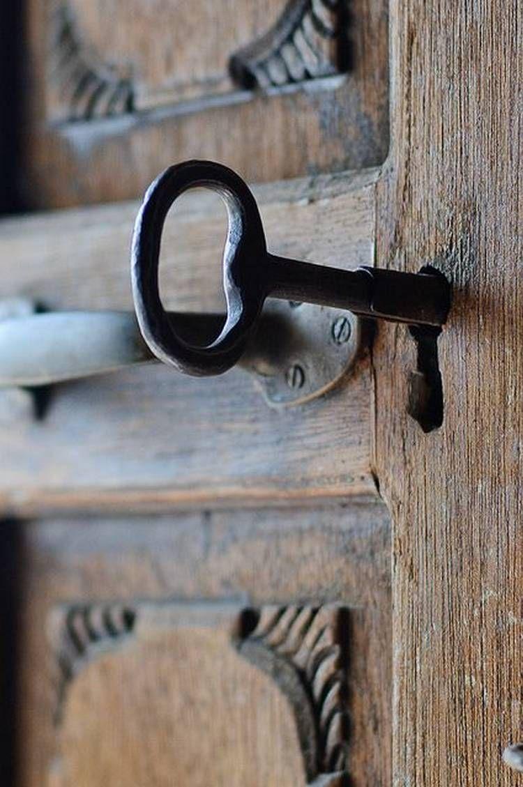 Suburban Lock And Key >> Suburban Men Old Keys Doors Key Lock