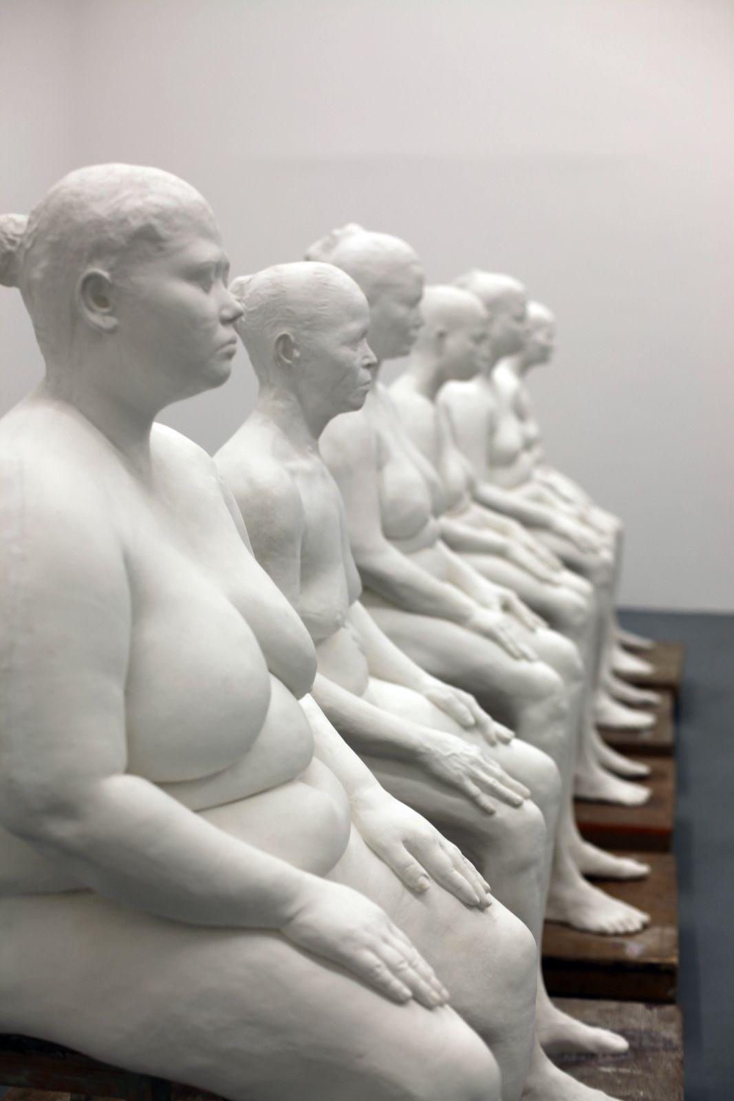 """white - sculpture -  """"Six Women"""", 2013-2015 de Bharti KHER - Détail - Courtesy Galerie PERROTIN © Photo Éric SIMON"""