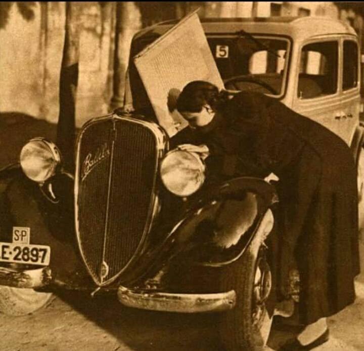 Taxista femenina durante la República... 1935 Piedad, primera taxista de España