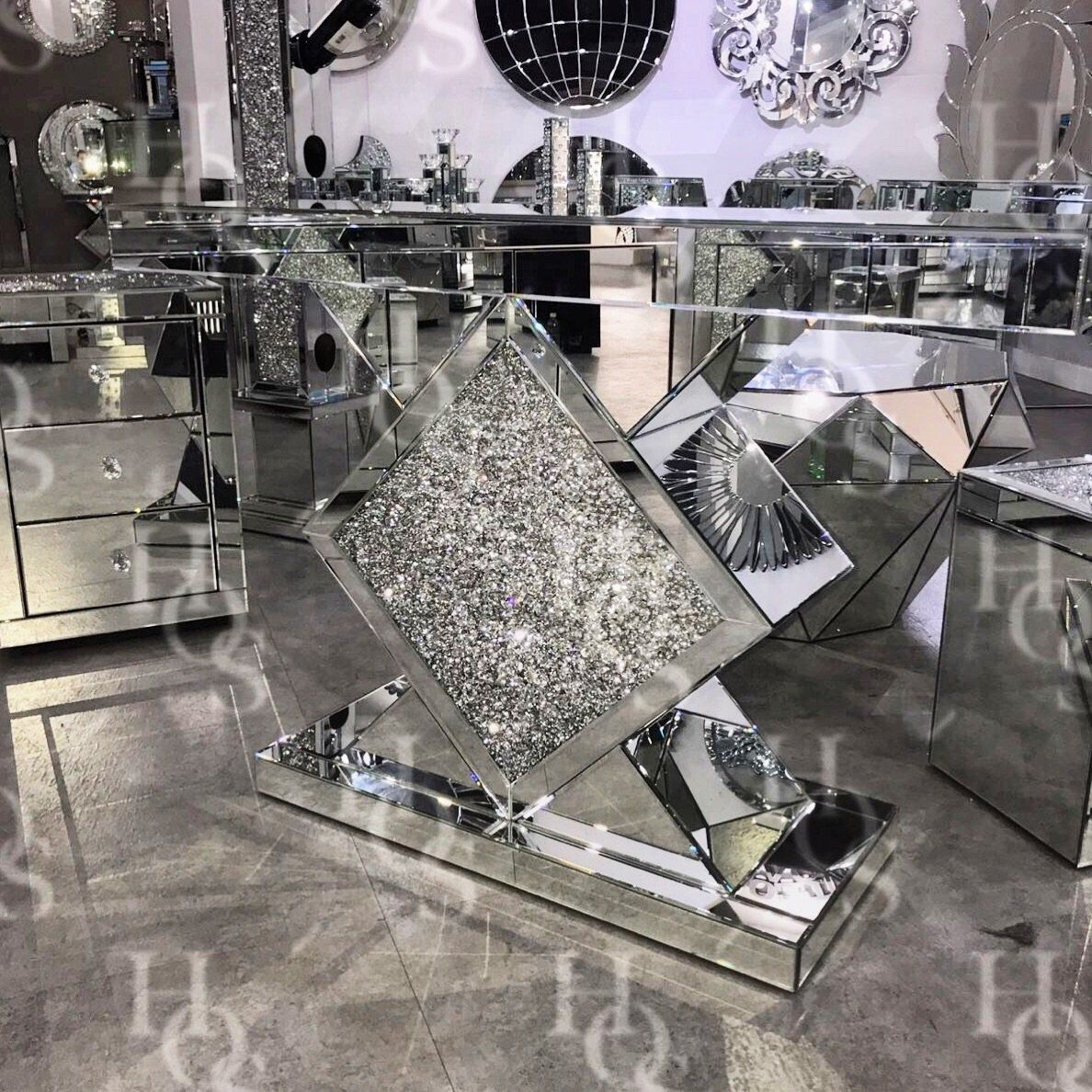 Diamond Crush Diamond Console Table - Mirrored furniture - Sparkle