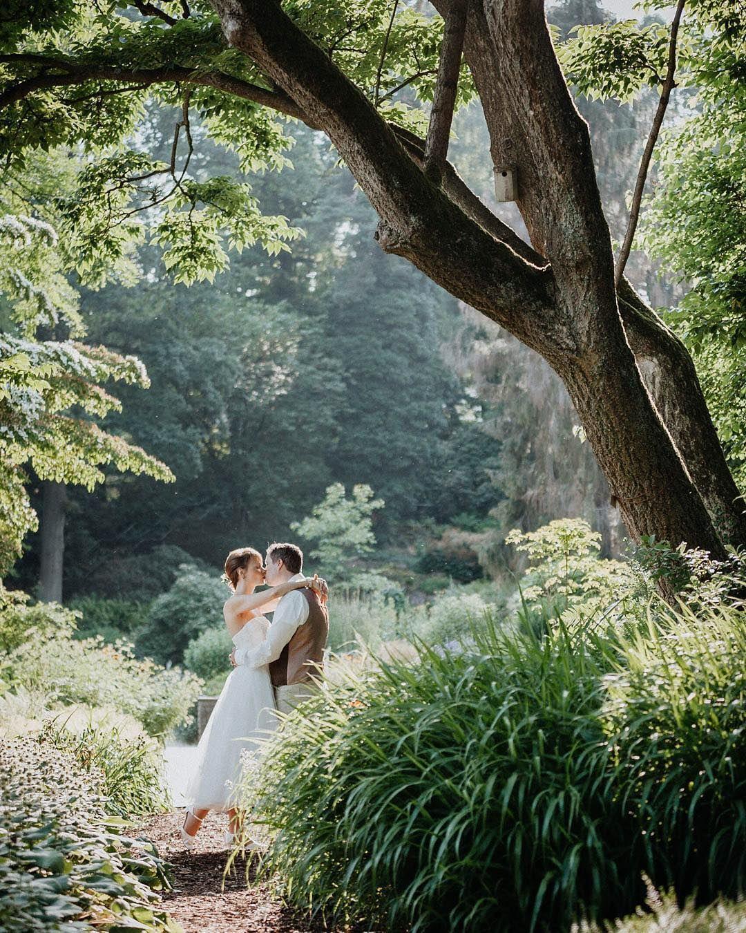 Brautpaar Brautpaarshooting Im Botanischen Garten In Bielefeld Instagram Wedding Dresses Wedding
