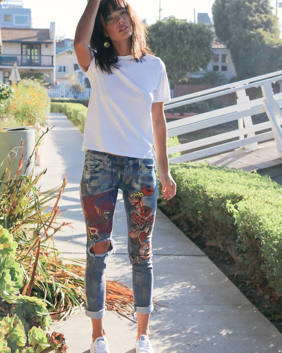 джинсы покрасили белую футболку