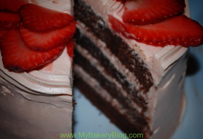 Bizcocho de chocolate con cheesecream de fresa - MyBakeryBlog