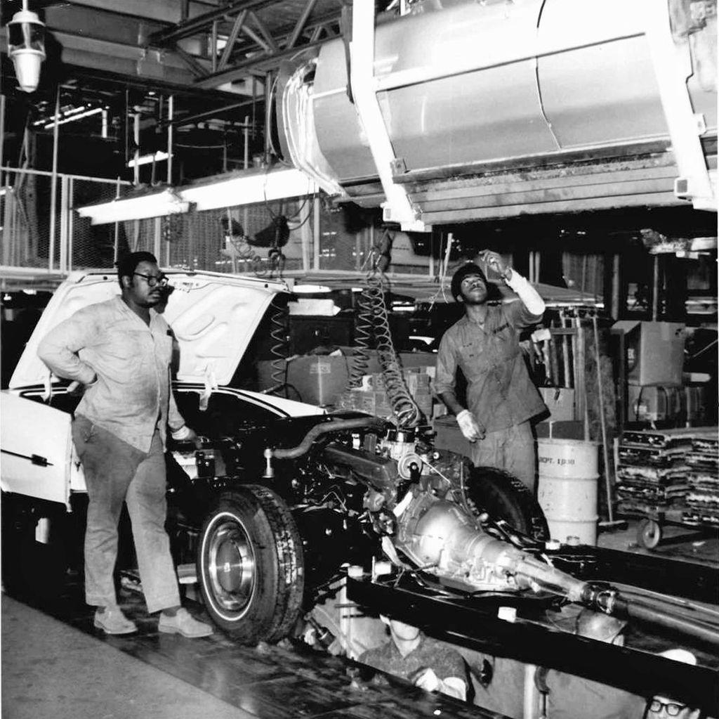 Cadillac Dealerships In Michigan: 1973 Cadillac Assembly Line